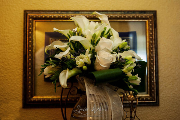 ramo-de-novia-calas-y-rosas-blancas