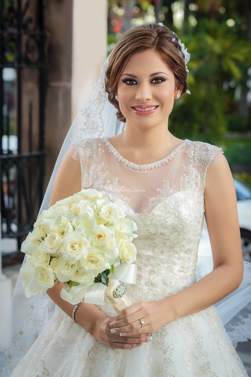 velos para novias altas si eres alta en general puedes usar cualquier tipo de velo desde los ms largos hasta los ms pequeos pero toma en cuenta - Peinados De Novia Con Velo